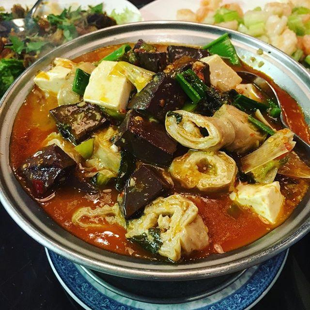 Blood tofu and intestines nom nom nom 😈