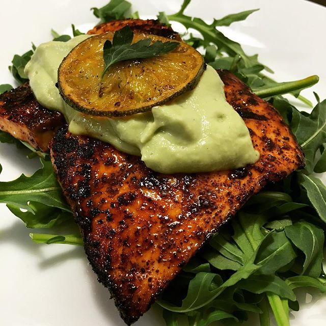 🍽 Husband-cooked dinner: chili-rubbed salmon with avocado cream over arugula.