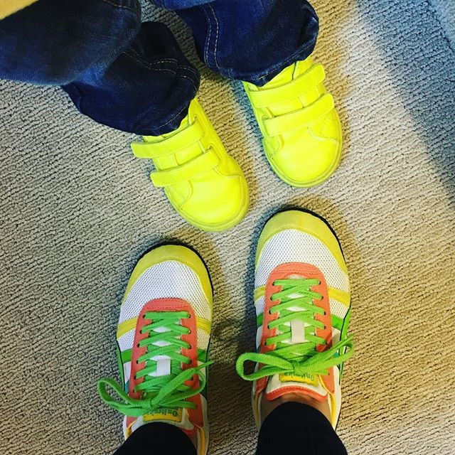 Mother-son shoe game status: also brights.