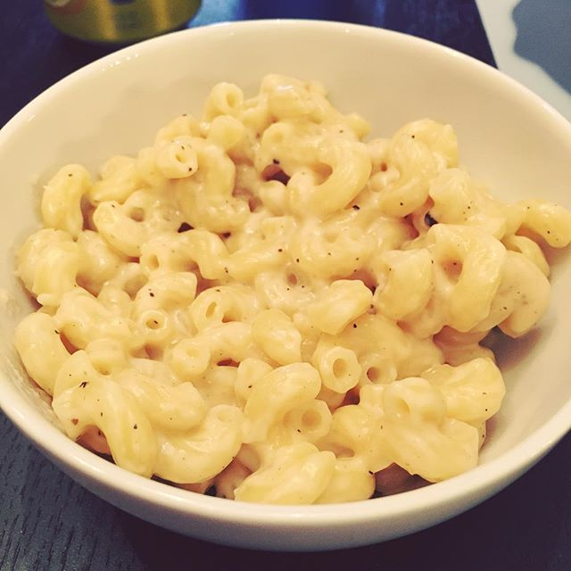 Successful 10 minute mac and cheese with Gruyere and white cheddar thanks to @kenjilopezalt.
