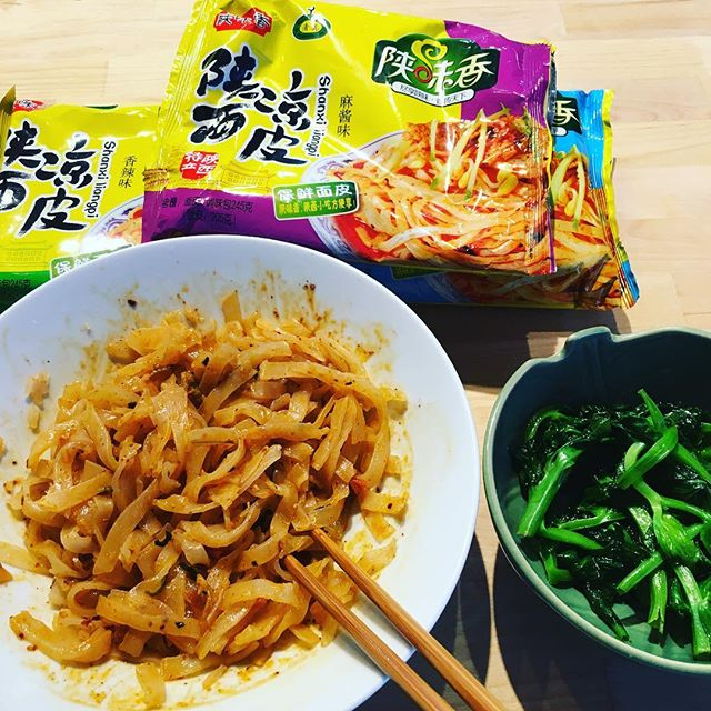 Today's instant noodles: 陕味香 (Shan Wei Xiang) brand Shanxi liangpi with numb spicy sauce + a side of pea shoots.