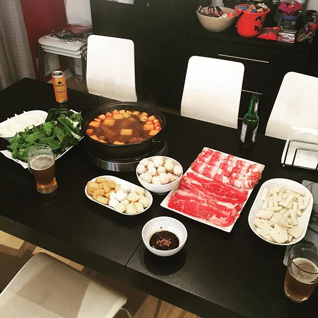 It's Christmas Eve and family is visiting, which can only mean... hot pot time!