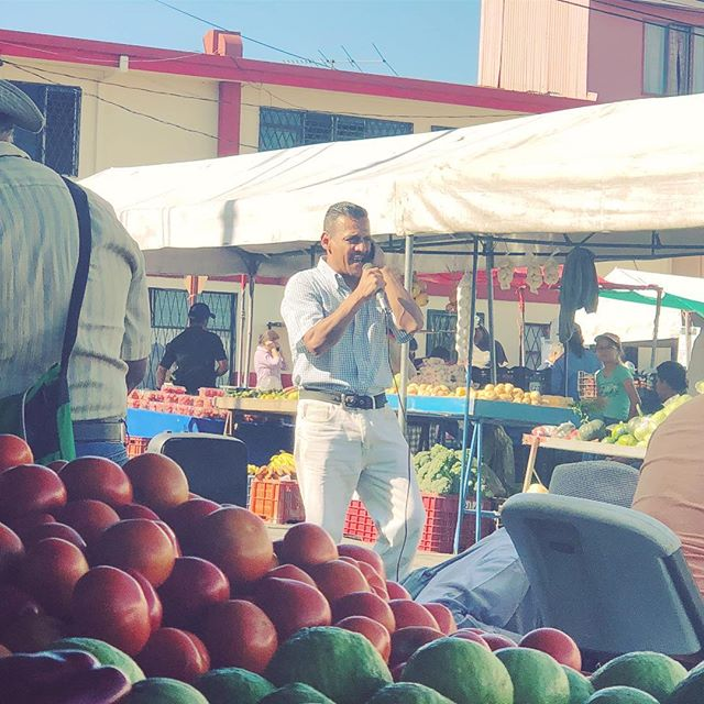 Shout out to my guy out here with a karaoke machine serenading all of us at the farmers market.