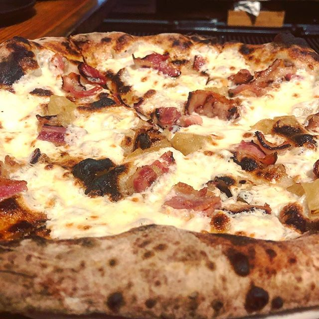 @sandiacr and I tried to go to @razzanj on our last night in Jersey City but THEY RAN OUT OF PIZZA DOUGH, tonight we got a second chance and the maple bacon pie was as magical as ever.