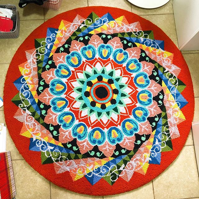 I've loved the traditional art of Costa Rican carretas (oxcarts) since the first time I saw them - now I get to enjoy some as a rug in my office, direct from an artisan in my town!