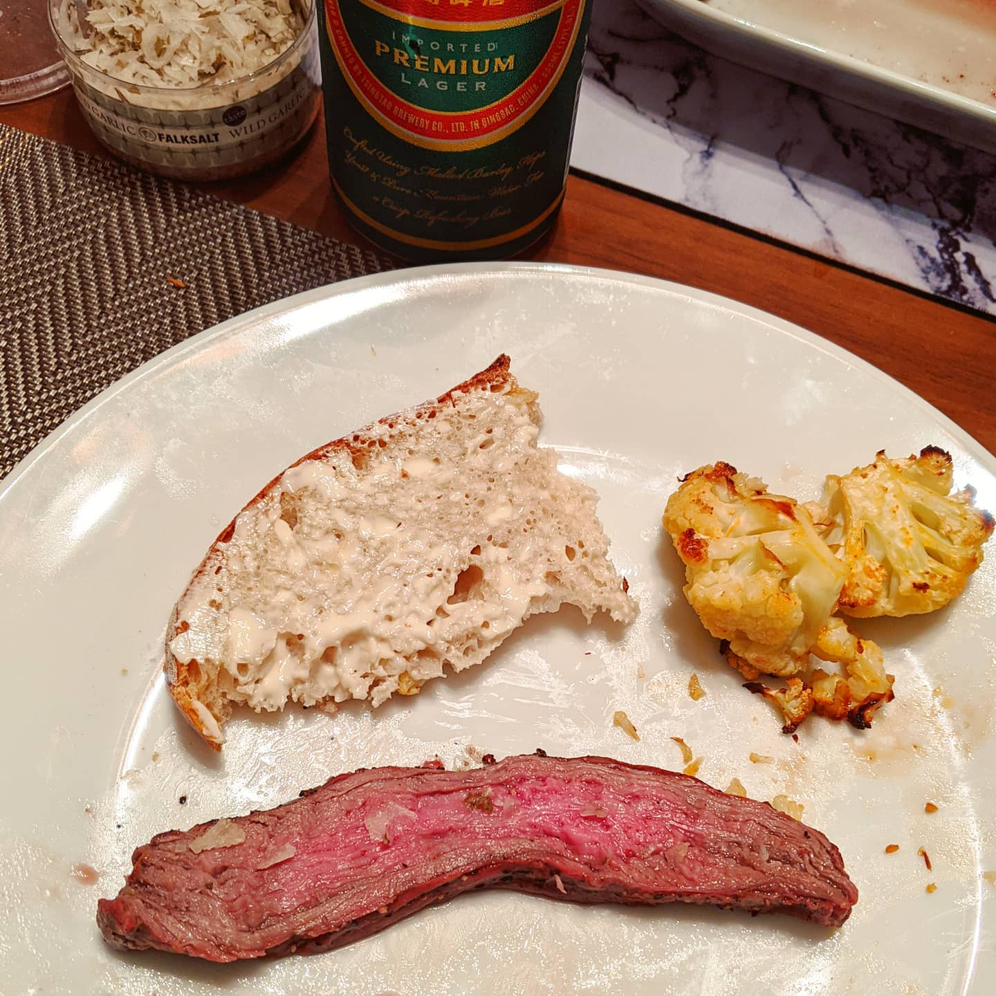 Almost forgot to take a picture of quarantine meal 9: grilled steak (vacío, I have no idea what this is in English), cauliflower with sriracha seasoning, and no-knead bread.